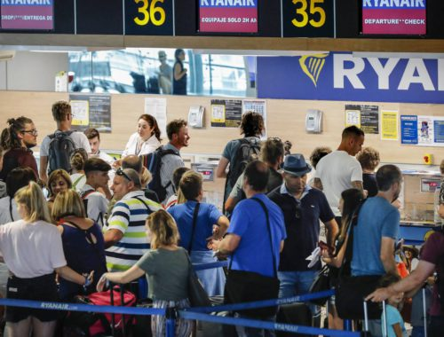El aumento de conexiones aéreas de Valencia dispara el turismo extranjero. La capital está conectado con 90 aeropuertos y 11 hub internacionales con enlaces intercontinentales, lo cual permitió al aeropuerto de Valencia alcanzar los 7,76 millones de viajeros el año pasado.