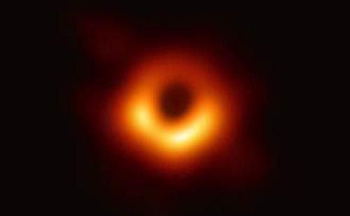 astronomos-valencianos-participan-en-la-primera-imagen-de-un-agujero-negro