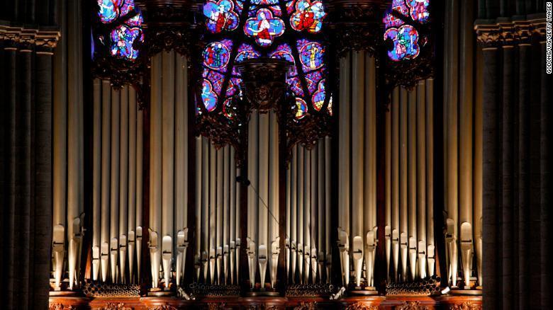 el-musico-valenciano-arturo-barba-participo-en-el-ultimo-concierto-de-la-catedral-de-notre-dame-organo