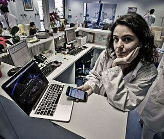 alicantina-premiada-aurelia-bustos-que-usa-la-inteligencia-artificial-para-sus-investigaciones-oncologicas-recibe-orden-al-merito-civil-de-la-casa-real-felipe-vi