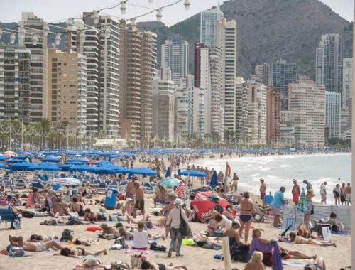 la-llegada-de-turistas-internacionales-a-la-comunitat-valenciana-sube-el-3,8%-en-junio-y-su-gasto-el-8,4 %