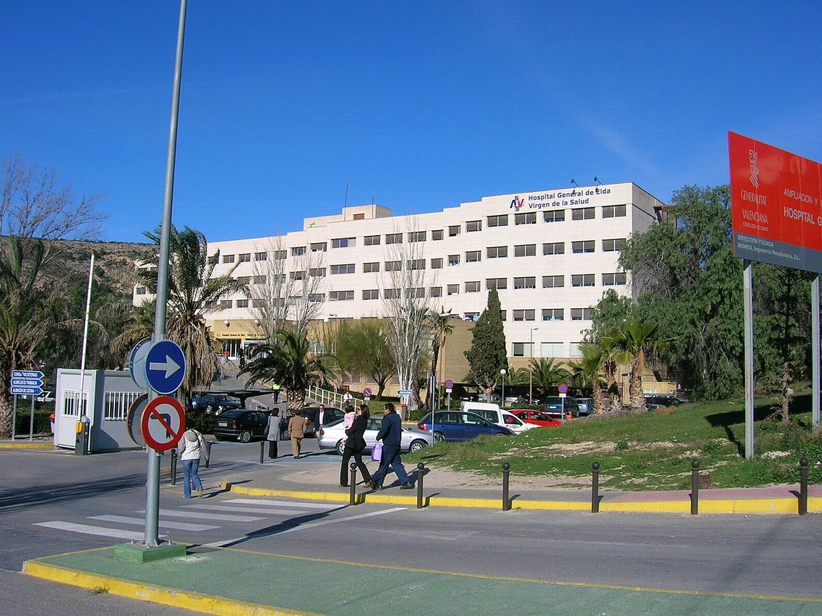hospital-elda-donacion-equipo-proteccion-sanitarios-carmencita