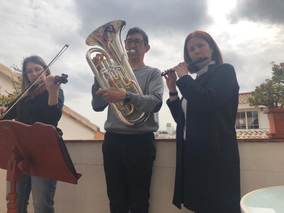 los-valencianos-tocan-musica-desde-sus-balcones